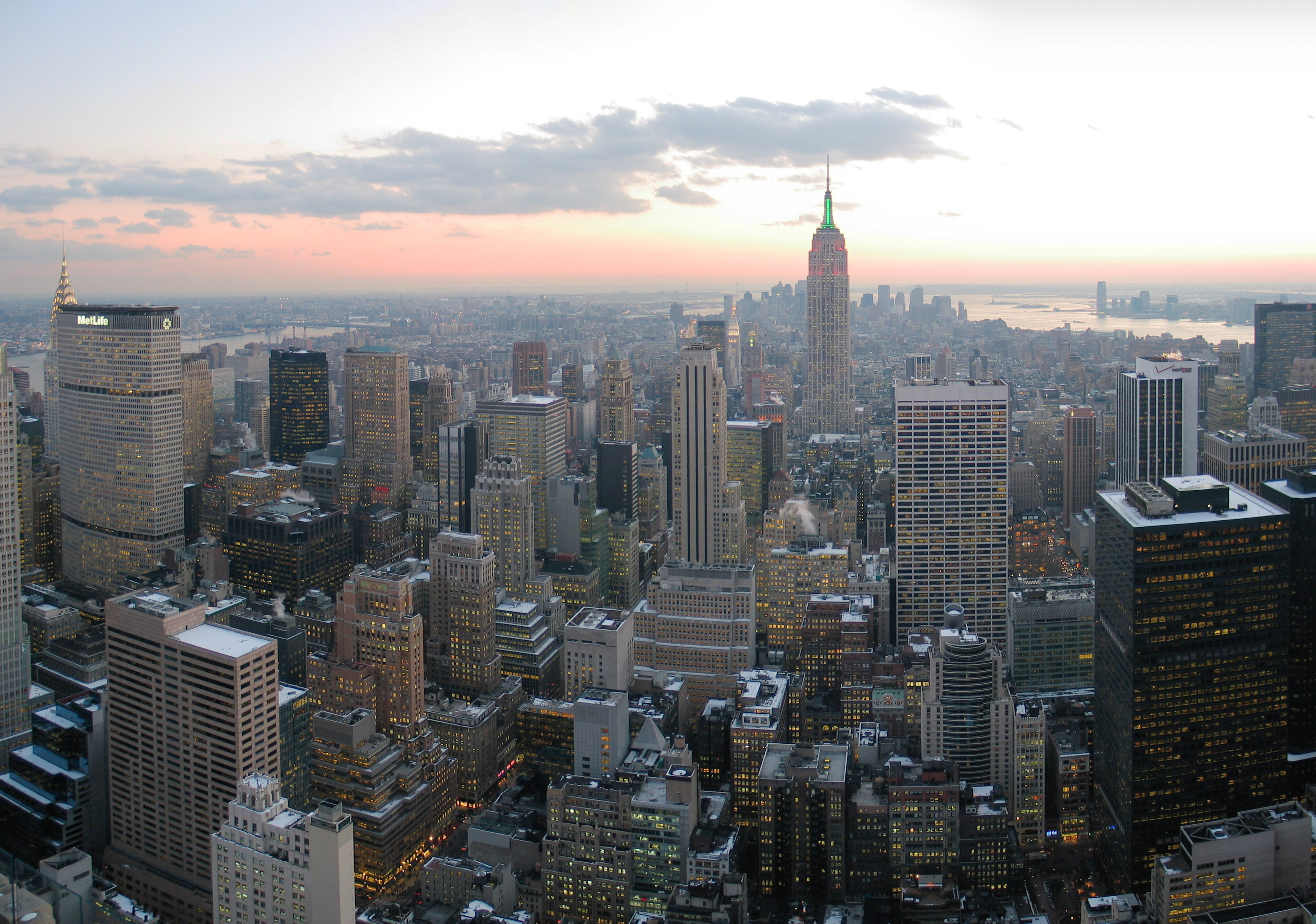 NYC_wideangle_south_from_Top_of_the_Rock